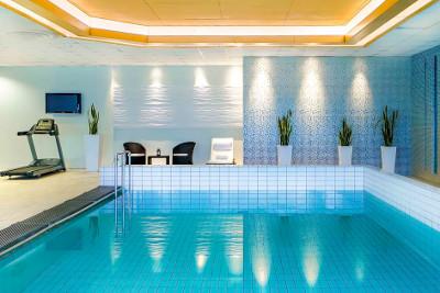 Andrzejkowy Weekend dla Singli na Górnym Śląsku - kryty basen w Hotelu Novotel w Katowicach